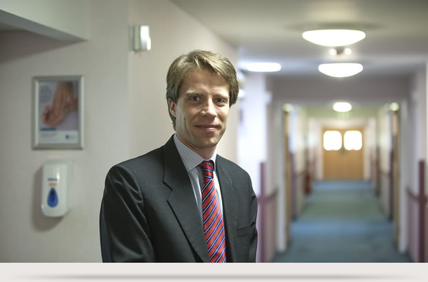 Professor Oliver Pearce - Hip and Knee Surgeon